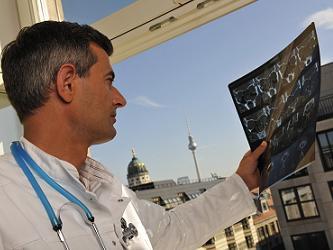 Diagnostische Radiologie - offenes MRT der neuesten Generation