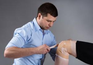 Врачи ортопеды рекомендуют ношение специального защитного бандажа