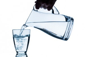 Потребление большого количества воды способствует понижению уровня концентрации мочевой кислоты