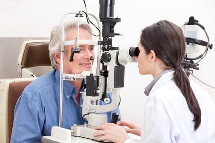 Der Facharzt für Augenheilkunde kann verschieden Untersuchungsmethoden anwenden