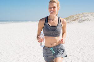 Regelmäßiger Sport und mineralstoffreiche Flüssigkeitszufuhr helfen gegen Hypotonie