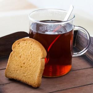 Nach zwei Tagen können Sie leichte Schonkost wie Tee und Zwieback zu sich nehmen