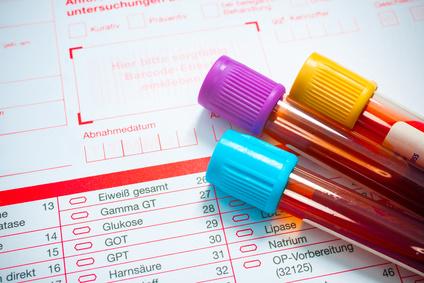 Auch in beschwerdefreien Phasen sollten die Blutwerte regelmäßig untersucht werden