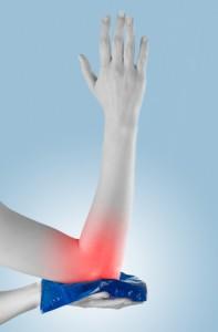 Врачи-ортопеды рекомендуют охладить поврежденную мышц