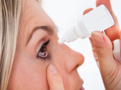 Der Augen-Arzt verordnet Tränenersatzmittel